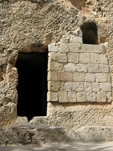 In Defense of the Empty Tomb